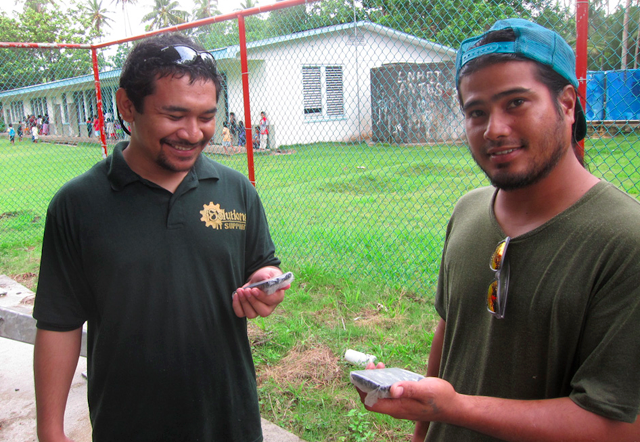 Danny from Inveneo partner iSolutions (left) and Mark from FSM Telecom take a FormHub survey using Android smartphones at the Rominum School in Chuuk State, Federated States of Micronesia. Photo: Andris Bjornson