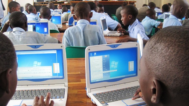 Model-classroom-teaching-using-ICT-in-Malawi_5493178855_o